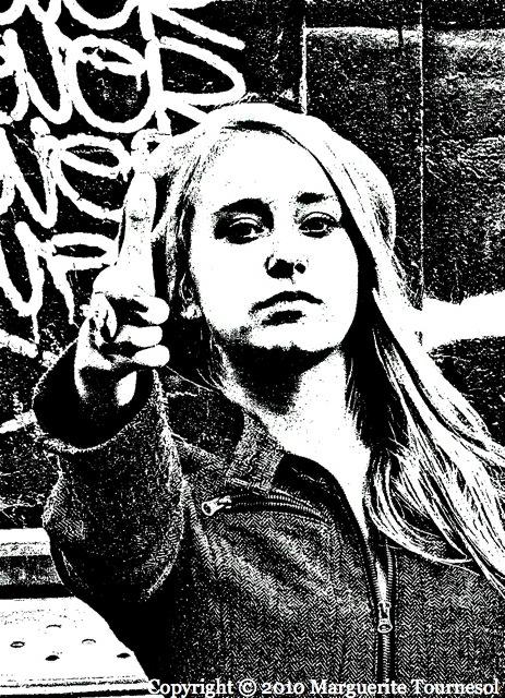 Carré noir sur fond mauve #1 : une femme fatale